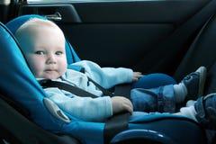 behandla som ett barn bilsätet Arkivbilder