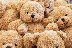 Behandla som ett barn björndockan Arkivfoton