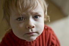 behandla som ett barn blåa ögon Arkivbild