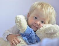 behandla som ett barn blåa gulliga ögon Arkivbild