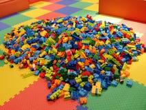 behandla som ett barn block som bygger s Arkivbild
