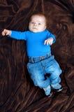 behandla som ett barn bluen hans jeansförälskelser Royaltyfria Bilder