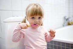 Behandla som ett barn borstatänder Royaltyfri Fotografi