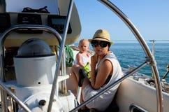 behandla som ett barn brädet segling Royaltyfri Foto