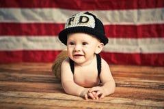 Behandla som ett barn brandmannen Royaltyfri Fotografi