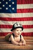 Behandla som ett barn brandmannen Arkivbild