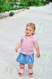 behandla som ett barn bubblaflickan Royaltyfri Foto