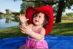 behandla som ett barn cowboyflickahatten Royaltyfria Foton