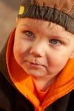behandla som ett barn den älskvärda pojken arkivbilder