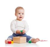 behandla som ett barn den bilda nätt toyen för färg arkivbilder