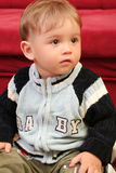 behandla som ett barn den blonda pojken little royaltyfria foton