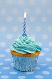 Behandla som ett barn den första födelsedagmuffinen för bluen Royaltyfri Fotografi