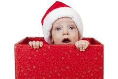 Behandla som ett barn den förvånade julgåvan Arkivbilder