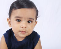 behandla som ett barn den gulliga indier Arkivfoton