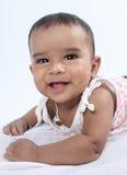 behandla som ett barn den gulliga indiska ståenden Arkivfoton