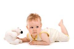 behandla som ett barn den gulliga liggande tummyen Arkivbild