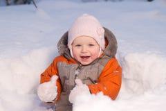 behandla som ett barn den gulliga pikskogen sitter snow Royaltyfri Fotografi