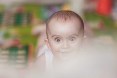 behandla som ett barn den gulliga pojken little Fotografering för Bildbyråer