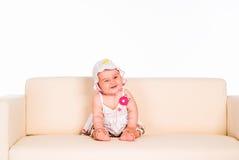 behandla som ett barn den härliga sofaen Royaltyfri Bild