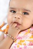 behandla som ett barn den indiska ståenden Royaltyfri Fotografi