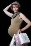 behandla som ett barn den köpande pregant presentskvinnan Royaltyfri Fotografi