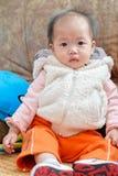 behandla som ett barn den kinesiska flickan Fotografering för Bildbyråer