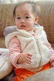 behandla som ett barn den kinesiska flickan Royaltyfri Foto