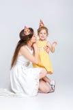 behandla som ett barn den lyckliga födelsedagen Arkivbild