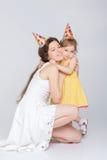 behandla som ett barn den lyckliga födelsedagen Royaltyfria Bilder