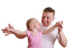 behandla som ett barn den lyckliga fadern royaltyfri fotografi