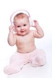 behandla som ett barn den lyckliga hörlurarpinken för päls royaltyfri bild