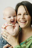 behandla som ett barn den lyckliga modern för dottern Fotografering för Bildbyråer