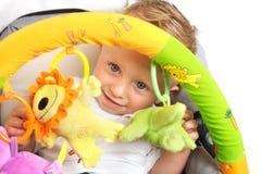 behandla som ett barn den lyckliga strolleren Royaltyfri Bild