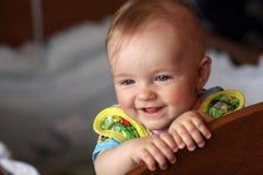 behandla som ett barn den lyckliga utgångspunkten Arkivfoton