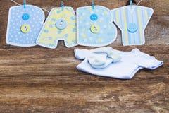behandla som ett barn den nya duschen för det födda pojkekortet Royaltyfria Bilder