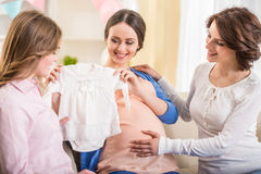 behandla som ett barn den nya duschen för det födda pojkekortet Arkivfoton