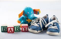 behandla som ett barn den nya duschen för det födda pojkekortet Fotografering för Bildbyråer