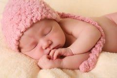 behandla som ett barn den nyfödda flickan Royaltyfri Foto