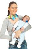 behandla som ett barn den nyfödda lyckliga modern Arkivbilder