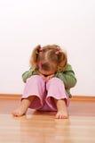 behandla som ett barn den olyckliga flickan Royaltyfri Fotografi