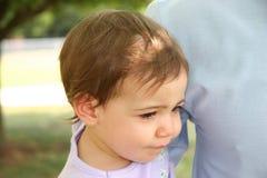 behandla som ett barn den olyckliga flickan Royaltyfria Bilder