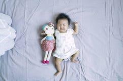 behandla som ett barn den skriande flickan Royaltyfria Foton