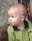 behandla som ett barn den söta pojken Royaltyfri Bild