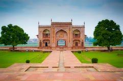 Behandla som ett barn den Taj flodporten Royaltyfria Bilder