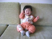 behandla som ett barn det älskvärda porslinet Arkivfoto