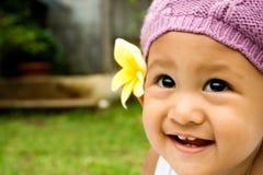 behandla som ett barn det gulliga leendet Royaltyfri Bild