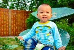 Behandla som ett barn det lyckliga leendet Fotografering för Bildbyråer