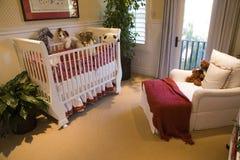 behandla som ett barn det moderna sovrummet Arkivbild