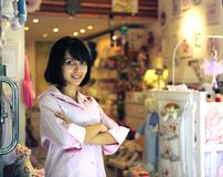 behandla som ett barn det små lagret för företagsägaren Royaltyfria Foton