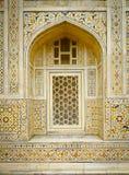 Behandla som ett barn det Taj fönstret Royaltyfri Bild